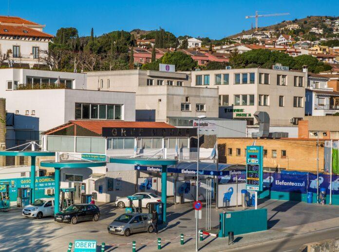 Foto de Estacion de servicio Autonetoil y centro de lavado Elefante