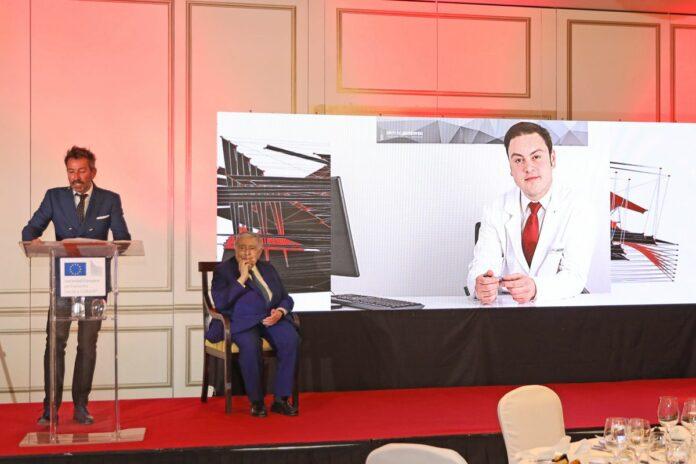 Foto de El Dr. Bruno Jacobovski obtiene el premio Dr. Fleming a la